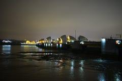 Лондон Великобритания 02/12/2017 Барьеры потока реки тем Стоковая Фотография RF
