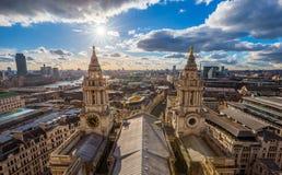 Лондон, Великобритания - воздушный панорамный взгляд Лондона с собором ` s StPaul Стоковые Фотографии RF