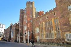 ЛОНДОН, ВЕЛИКОБРИТАНИЯ - 4-ОЕ ДЕКАБРЯ 2016: Внешний фасад дворца ` s St James в городе Вестминстера Стоковое Изображение