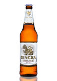 ЛОНДОН, ВЕЛИКОБРИТАНИЯ - 15-ОЕ МАРТА 2017: Бутылка пива Singha, пива Singha самый популярный в Таиланде, Rayong, Таиланде Стоковые Изображения
