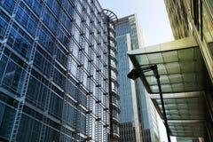 ЛОНДОН, ВЕЛИКОБРИТАНИЯ - 14-ОЕ МАЯ 2014: Архитектура офисных зданий современная канереечной арии причала ведущий центр глобальных Стоковая Фотография RF