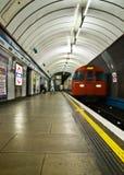Лондон, Великобритания - 25-ое ноября 2006: Линия трубка Виктория стоковое изображение