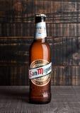 ЛОНДОН, ВЕЛИКОБРИТАНИЯ 15-ОЕ НОЯБРЯ 2016: Холодная бутылка пива San Miguel Бренд San Miguel пива ведущий бренд San Miguel Стоковые Фото