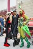 ЛОНДОН, ВЕЛИКОБРИТАНИЯ - 26-ОЕ ОКТЯБРЯ: Cosplayers одело как Harley Quinn, стоковое изображение rf