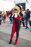 ЛОНДОН, ВЕЛИКОБРИТАНИЯ - 26-ОЕ ОКТЯБРЯ: Cosplayers одело как Harley Quinn f стоковая фотография