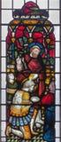 ЛОНДОН, ВЕЛИКОБРИТАНИЯ - 19-ОЕ СЕНТЯБРЯ 2017: Питер крестя центуриона Cornelius на цветном стекле в церков ` s аббата St Mary Стоковая Фотография RF