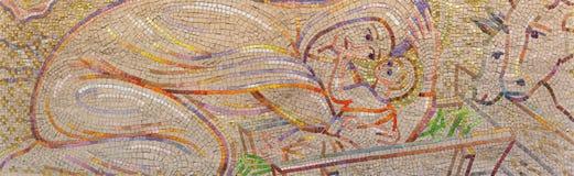 ЛОНДОН, ВЕЛИКОБРИТАНИЯ - 18-ОЕ СЕНТЯБРЯ 2017: Современная мозаика рождества в Ла Франции Нотр-Дам de церков Борисом Anrep Стоковое Фото