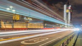 Лондон, Великобритания, 17-ое февраля 2018: долгая выдержка сняла лесов реновации моста Вестминстера и большого ben Стоковое Фото