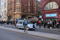 ЛОНДОН, Великобритания - 16-ое февраля 2018: Здания станции метро цирка Оксфорда, на улице Оксфорда стоковые изображения