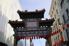 ЛОНДОН, Великобритания - 16-ое февраля 2018: Строб Чайна-тауна в Лондоне На времени китайского торжества Нового Года стоковое изображение