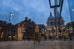 ЛОНДОН, ВЕЛИКОБРИТАНИЯ - 2016 03 23: Собор Лондон St Paul, выравниваясь Стоковые Фото
