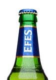 ЛОНДОН, ВЕЛИКОБРИТАНИЯ - 23-ЬЕ МАРТА 2017: Бутылка пива Efes Pilsner на белизне Efes Пильзнер флагманский продукт этой компании и Стоковое фото RF