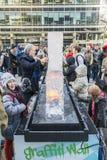 ЛОНДОН, ВЕЛИКОБРИТАНИЯ - 13-ОЕ ЯНВАРЯ: Общественная деятельность на льде Sculp Лондона Стоковая Фотография RF