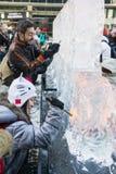 ЛОНДОН, ВЕЛИКОБРИТАНИЯ - 13-ОЕ ЯНВАРЯ: Общественная деятельность на льде Sculp Лондона Стоковое Фото
