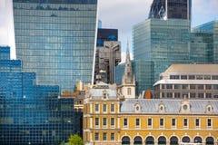 ЛОНДОН, ЛОНДОН Великобритания - 19-ое сентября 2015 - город взгляда Лондона, современные здания офисов, банки и corporative компа Стоковые Фото