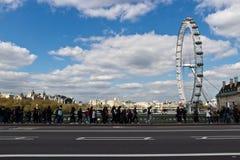 ЛОНДОН - 14-ое апреля 2014: Глаз Лондона гигантское колесо Ferris Стоковые Изображения