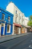 ЛОНДОН - 14-ОЕ ИЮНЯ 2015: Здания дороги Portobello в Notting Стоковые Изображения RF