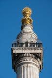 ЛОНДОН - 13-ОЕ МАРТА: Памятник к большому огню Лондона в Ci Стоковое Фото
