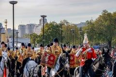 ЛОНДОН - 12-ОЕ НОЯБРЯ: Диапазон личных охран проходя парадом на horseb Стоковое Изображение RF