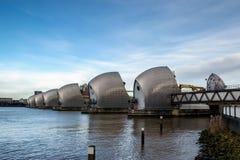 ЛОНДОН - 10-ОЕ ЯНВАРЯ: Взгляд барьера Темзы в Лондоне 10-ого января Стоковое Изображение