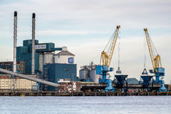 ЛОНДОН - 10-ОЕ ЯНВАРЯ: Взгляд рафинадного завода Tate и Lyle в Silverto Стоковое фото RF