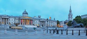 Лондон - панорама квадрата Trafalgar на сумраке стоковое изображение rf