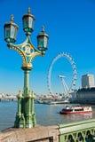 ЛОНДОН - 19-ОЕ МАРТА: Глаз Лондона, раскрытый в 1999, гигант Стоковые Фото