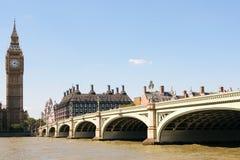Лондон, Англия - 31-ое августа 2016: Мост Вестминстера и взгляд большого Бен Стоковое Изображение