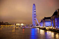 ЛОНДОН, ВЕЛИКОБРИТАНИЯ - 5-ОЕ АПРЕЛЯ 2014: Взгляд ночи глаза Лондона, Лондона Великобритании Стоковое фото RF