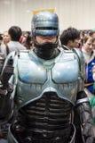ЛОНДОН, ВЕЛИКОБРИТАНИЯ - 26-ОЕ ОКТЯБРЯ: Cosplayer одело как Robocop для Co Стоковые Изображения