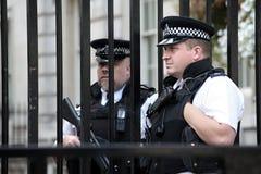 Лондон, Великобритания, великобританские полицейскии на входе Даунинг-стрит Стоковое Изображение