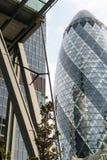 Лондон, Великобритания - 31-ое августа 2016: Город взгляда Лондона Международный район дела и банка Стоковые Фото