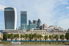 Лондон, Великобритания - 31-ое августа 2016: Город взгляда Лондона от реки Темзы Стоковые Фотографии RF