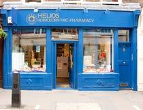 Лондон, Великобритания - 17-ое августа 2010: пустая Homoeopathic фармация вперед Стоковые Фотографии RF