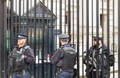 Лондон, Великобритания - 1-ое апреля 2017: Полицейские защищая gat стоковое фото