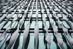 Лондон, Великобритания - 29-ое марта 2017: Абстрактная деталь алюминиевых ребер на здании Стоковая Фотография RF