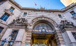 Лондон, Великобритания - 20-ое января 2017: Поезд и станция метро Ватерлоо Стоковые Изображения RF