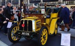 Лондон к бегу автомобилей ветерана Брайтона стоковые фотографии rf