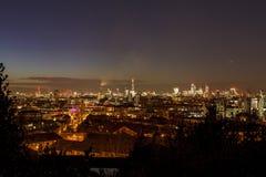 Лондон, рискованное предприятие, чистое яркое небо, выравниваясь Стоковое Изображение