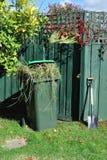 лопата зеленого цвета ящика задворк стоковое изображение rf