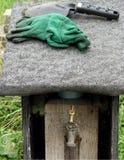 Лопатка и перчатки Стоковая Фотография