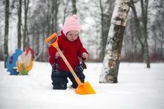 Лопаткоулавливатель маленькой девочки и игрушки Стоковые Фото