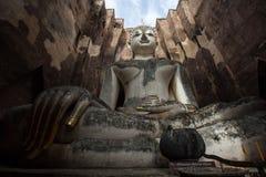 Лорд Будда Отображать На Wat Srichum в парке Sukhothai историческом Стоковое фото RF
