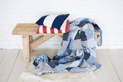 Лоскутное одеяло на деревенском стенде Стоковая Фотография RF