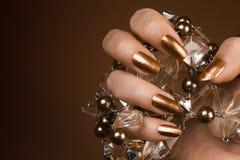 Лоснистые коричневые ногти Стоковая Фотография