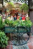 ЛОС-АНДЖЕЛЕС, КАЛИФОРНИЯ - 10-ОЕ АВГУСТА: Улица Лос-Анджелес Olvera Стоковое Фото