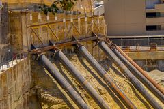 Лос-Анджелес, Калифорния, США, 15-ое июня 2018: Подземно-минная конструкция проходя для нового строительства и стали стоковые фото