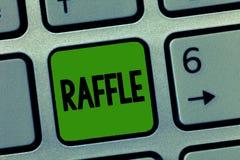Лотерея текста почерка Середины смысла концепции поднимать деньги путем продавать пронумерованные билеты предлагают как приз стоковые изображения rf