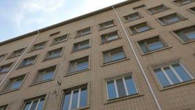 Лоток здания офиса или фабрики и съемка наклона сток-видео