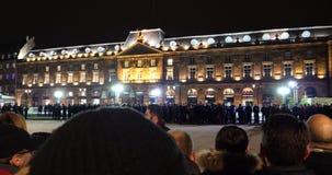 Лоток над местом Kleber по мере того как французский президент Emmanuel Macron встречает полицию видеоматериал